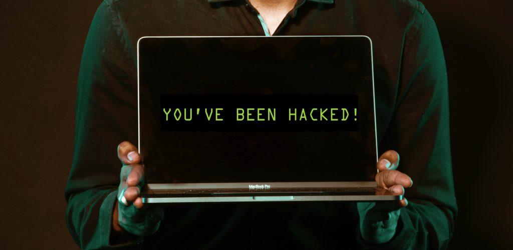 Illustrasjon av hacket nettside